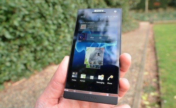 xperia s sony display hands on