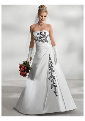 Vestido de noiva com bordados em preto