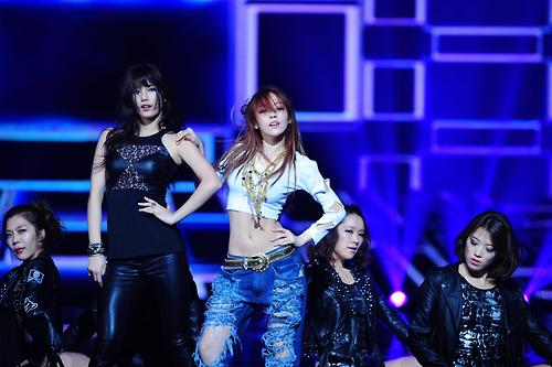 Bae SUZY NEW YEAR Concert SBS with Goo HARA (KARA)
