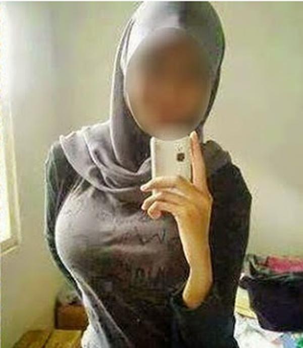 Gadis melayu selfie dada bulat upload dalam facebook
