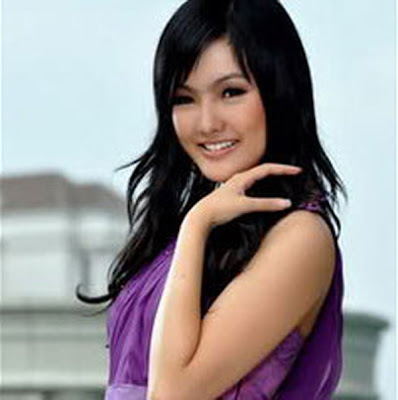 Astrid Ellena Miss Indonesia 2011