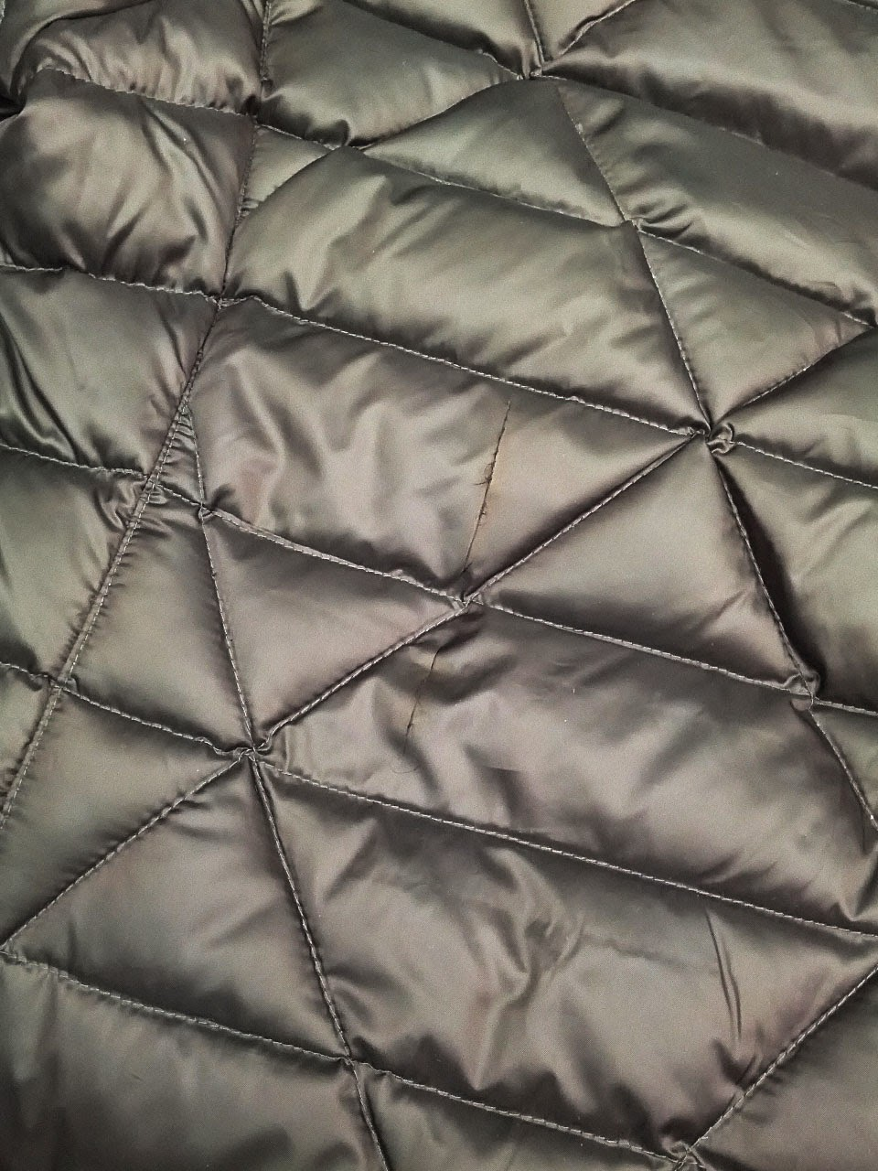 Leather jacket repair vancouver - Look At The Following Picture Of A Very New Puffer Jacket There S A Big Cut Down The Backside