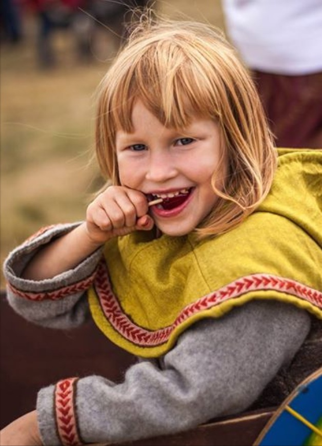 Viking Lina.oj . Plantdyed, needlebinding, tabletweave