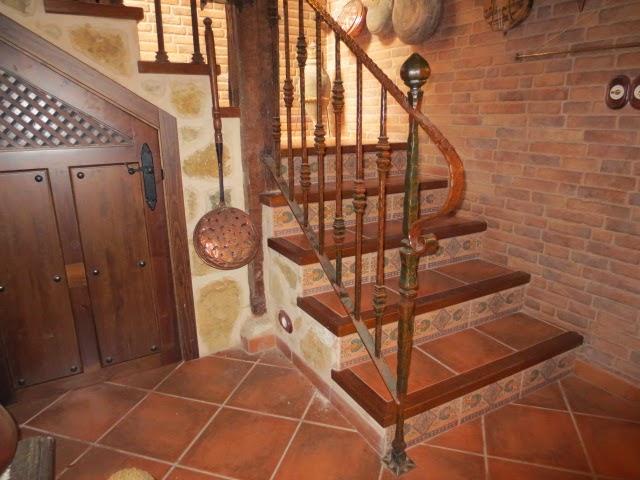 Barandillas de madera rusticas simple barandillas con troncos de madera with barandillas de - Escaleras de madera rusticas ...