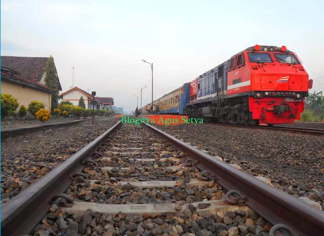 lokomotif merah cc201 83 48