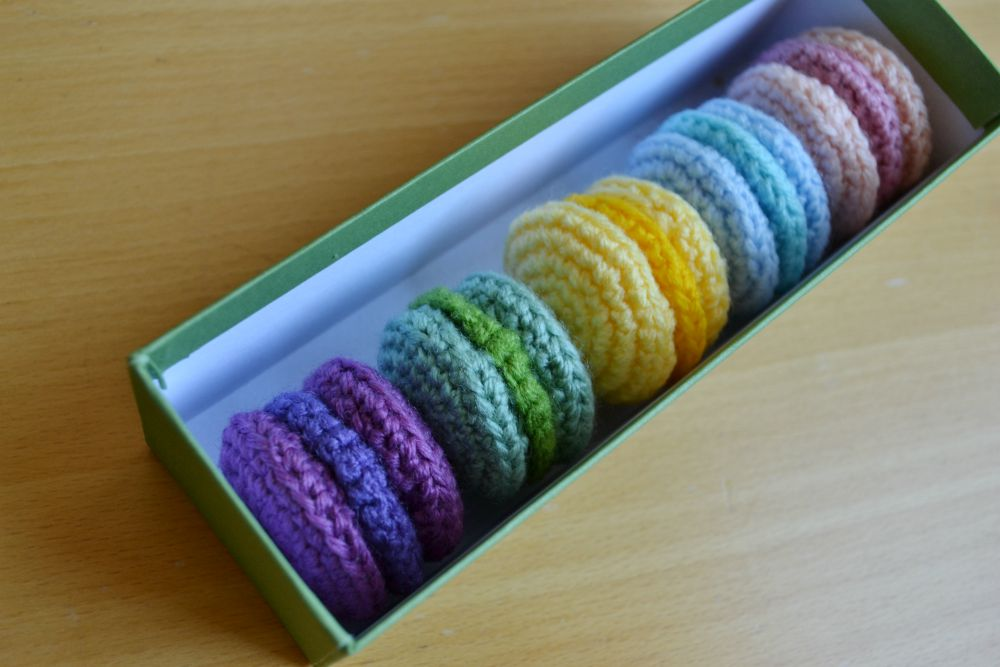 box macarons crochet coloured