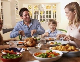 Чтобы точно накормить ребенка - есть лучше всем вместе