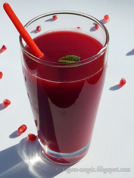 Beet Juice (with pomegranate, minneolas and lemon) « Vegan Recipes ...