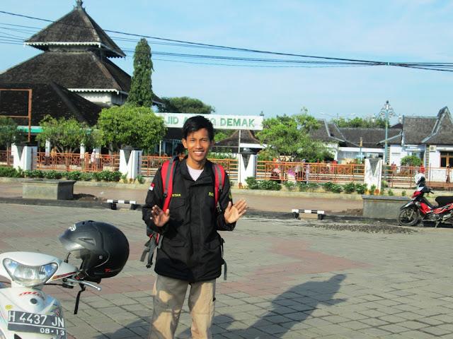 Di depan Masjid Agung Demak