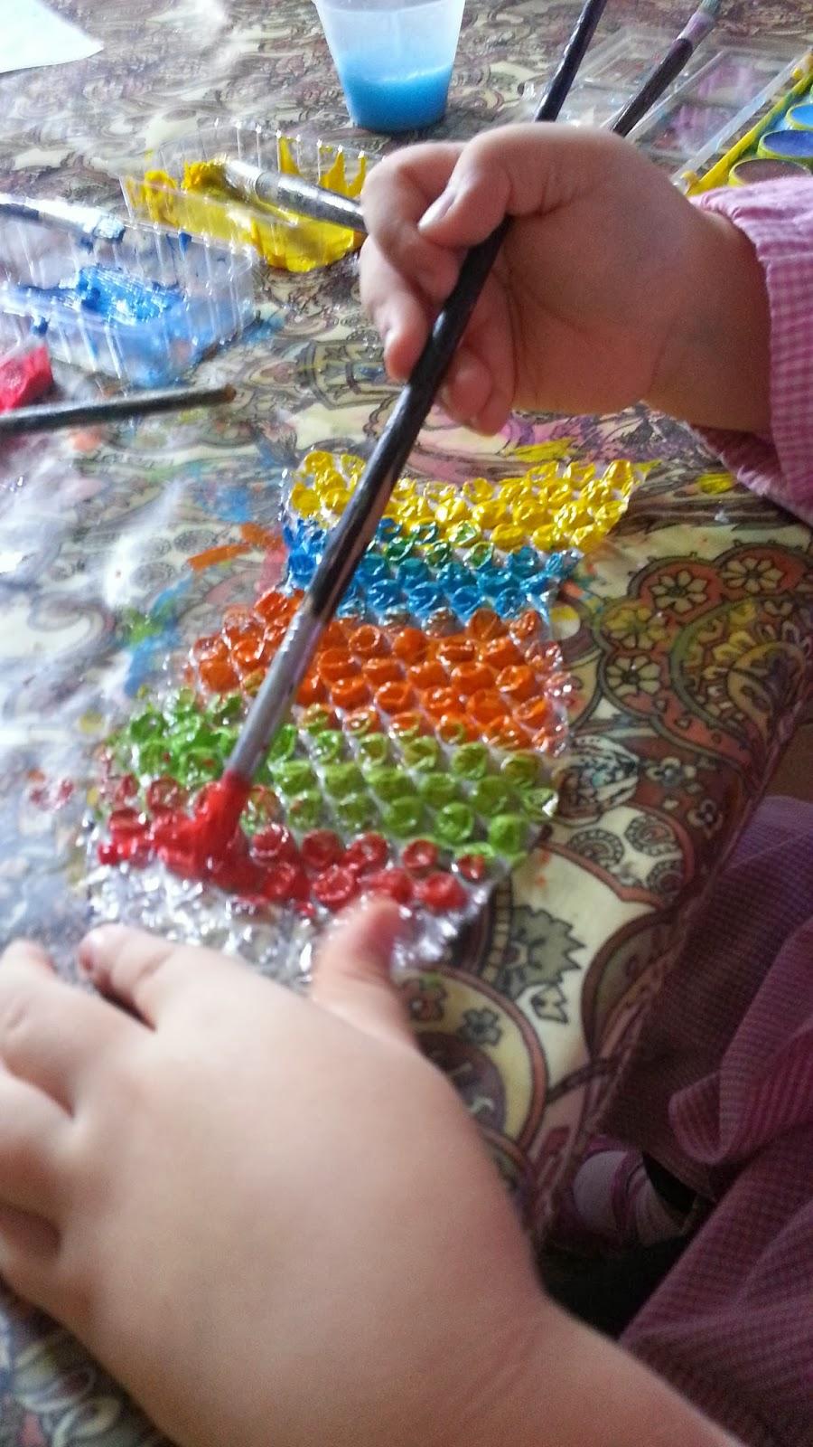 Coco tra coccole e colori a tutto bolle for Disegni pesciolino arcobaleno