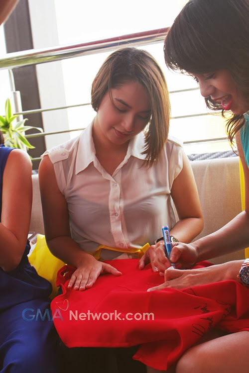 Food for the Heart - Ryzza and Bettinna signing the aprons