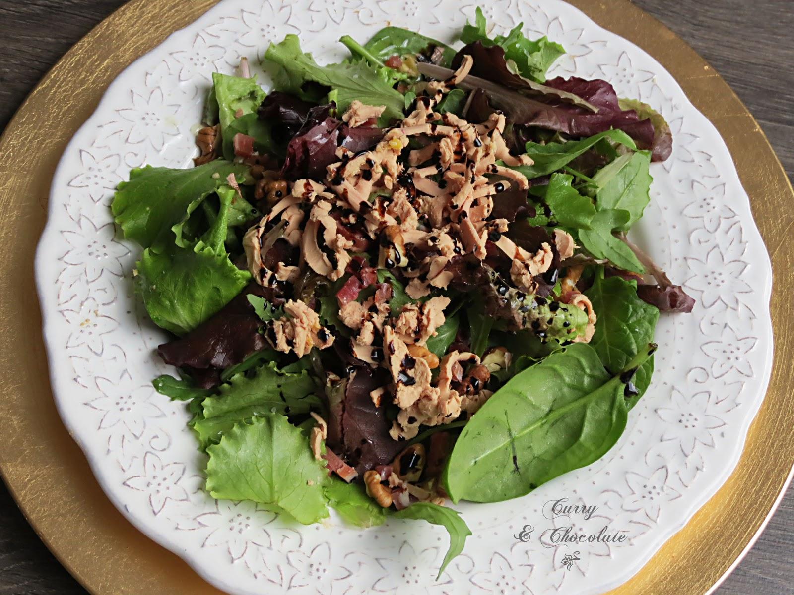 Ensalada de brotes verdes con virutas de jamón y foie – Salad with shaved foie gras and prosciutto