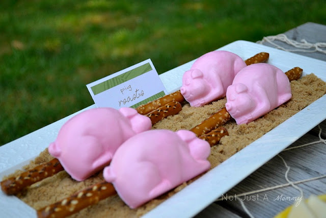 Aloha To Summer Party kids table candy pig roasts