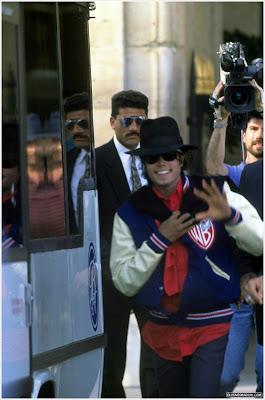 Raridades: Somente fotos RARAS de Michael Jackson. - Página 2 Paris-1988-02ok+rara