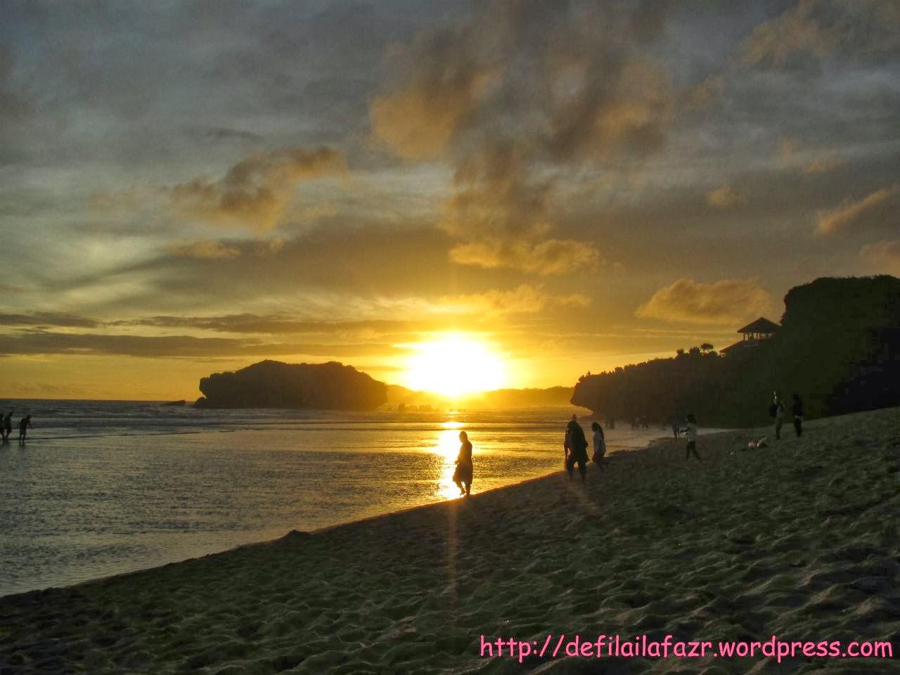 Sunset di Pantai Sundak