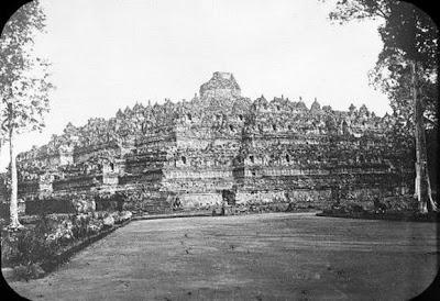 Candi Borobudur pertama kali ditemukan2