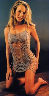 Julie Benz posa sexy - Amanda Rosewater de Defiance