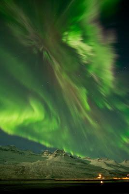 auroras sobre Faskrudsfjordur, Islandia 08 de Marzo de 2012