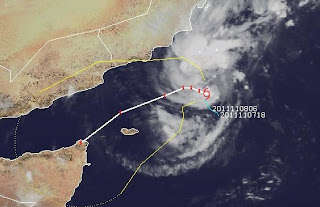 Deep Depression / Tropischer Sturm 4 im Arabischen Meer vor Oman, Thane, aktuell, Oman, Indischer Ozean Indik, November, Arabisches Meer, Satellitenbild Satellitenbilder, Verlauf, Vorhersage Forecast Prognose, November, Hurrikansaison 2011,