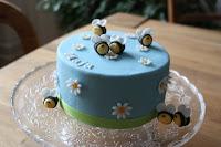 Fondant Torte mit Bienchen in blau