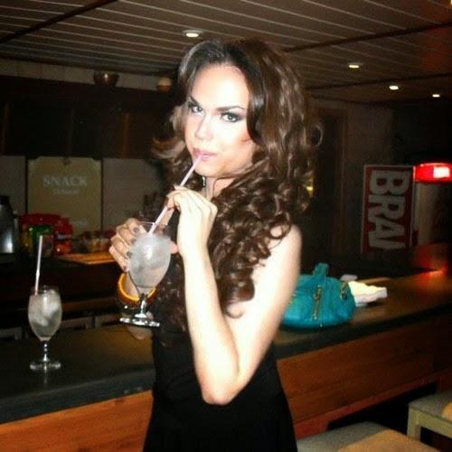 drag model drinking wine