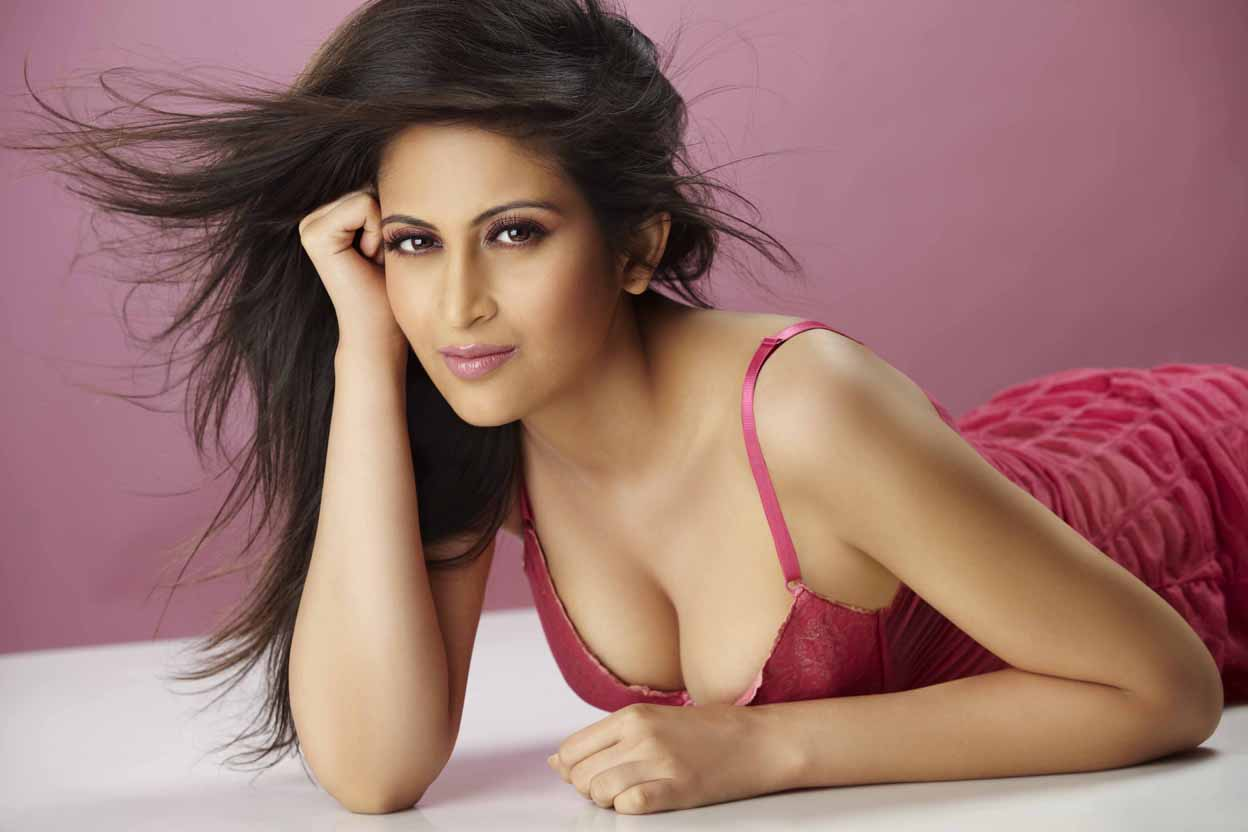 Hot South Indian and Bollywood actress hot navel and cleavage show.