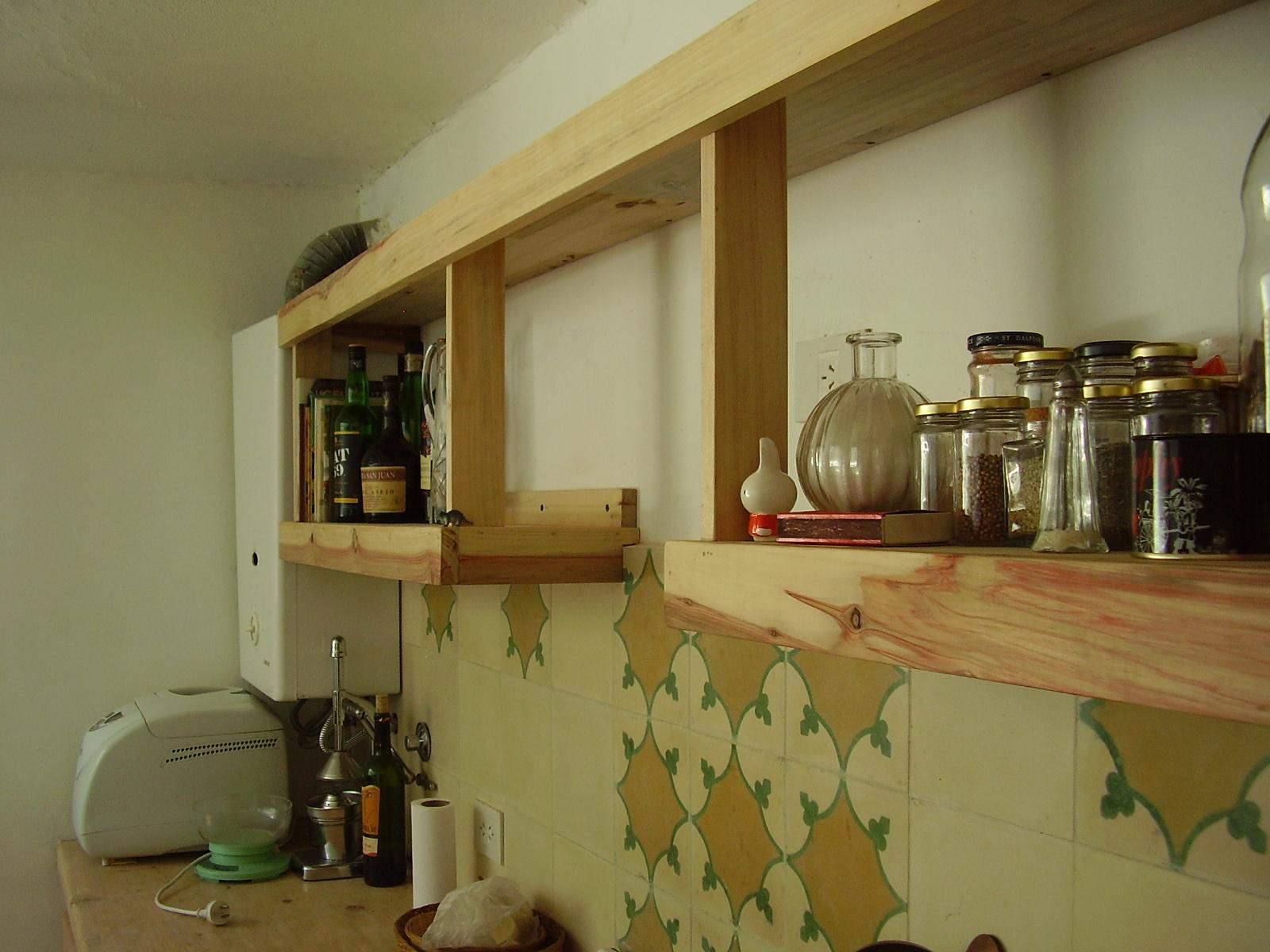 Muebles sensibles en madera estanteria de cocina en - Estanterias de cocina ...