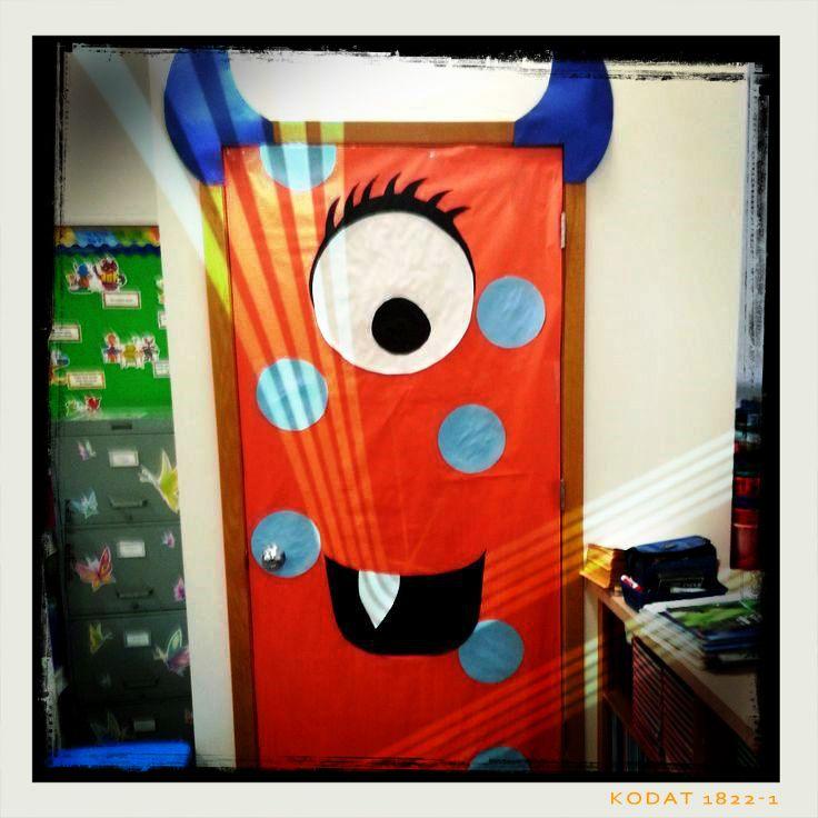 Ideas para decorar puertas en halloween blog atendiendo for Puertas de halloween decoradas