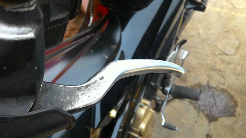 Motor di dorong hingga jatuh saat razia di Jakarta