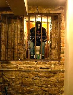 Рок Бар RockIT - декорация изкуствен металист