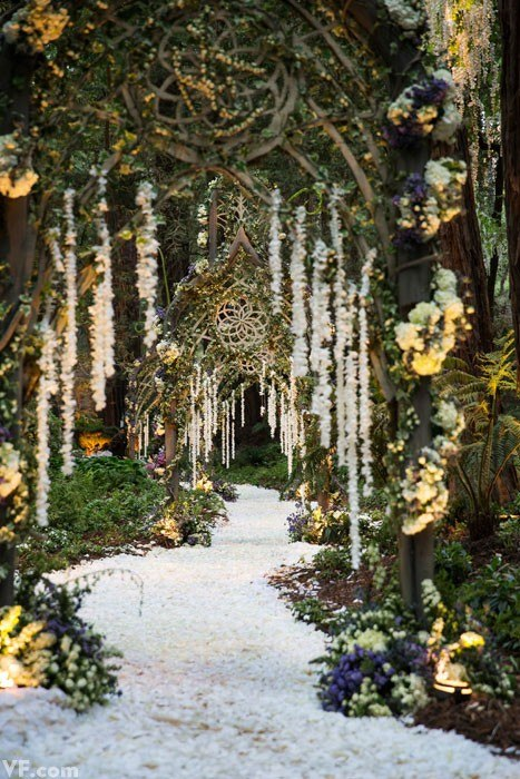 Lush fab glam blogazine wedding inspiration sean parker for Decoration foret enchantee