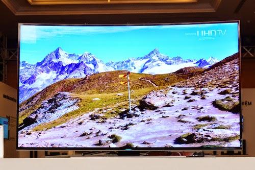 Nhờ màn hình cong và độ phân giải UHD, sản phẩm cho chất lượng hình ảnh xuất sắc.