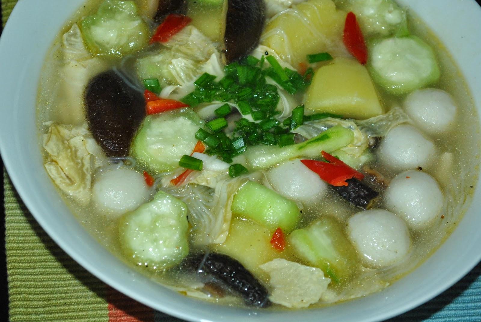 Patyskitchen Fish Balls Shitake Soup With Sweet Gourd Hot  Kunyit Asem 1 Ltr Thursday October 23 2014