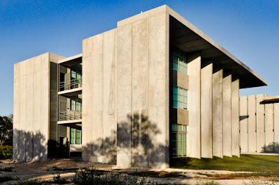 Podio universidad marista de m rida edificio ciencias de for Universidades que ofrecen arquitectura