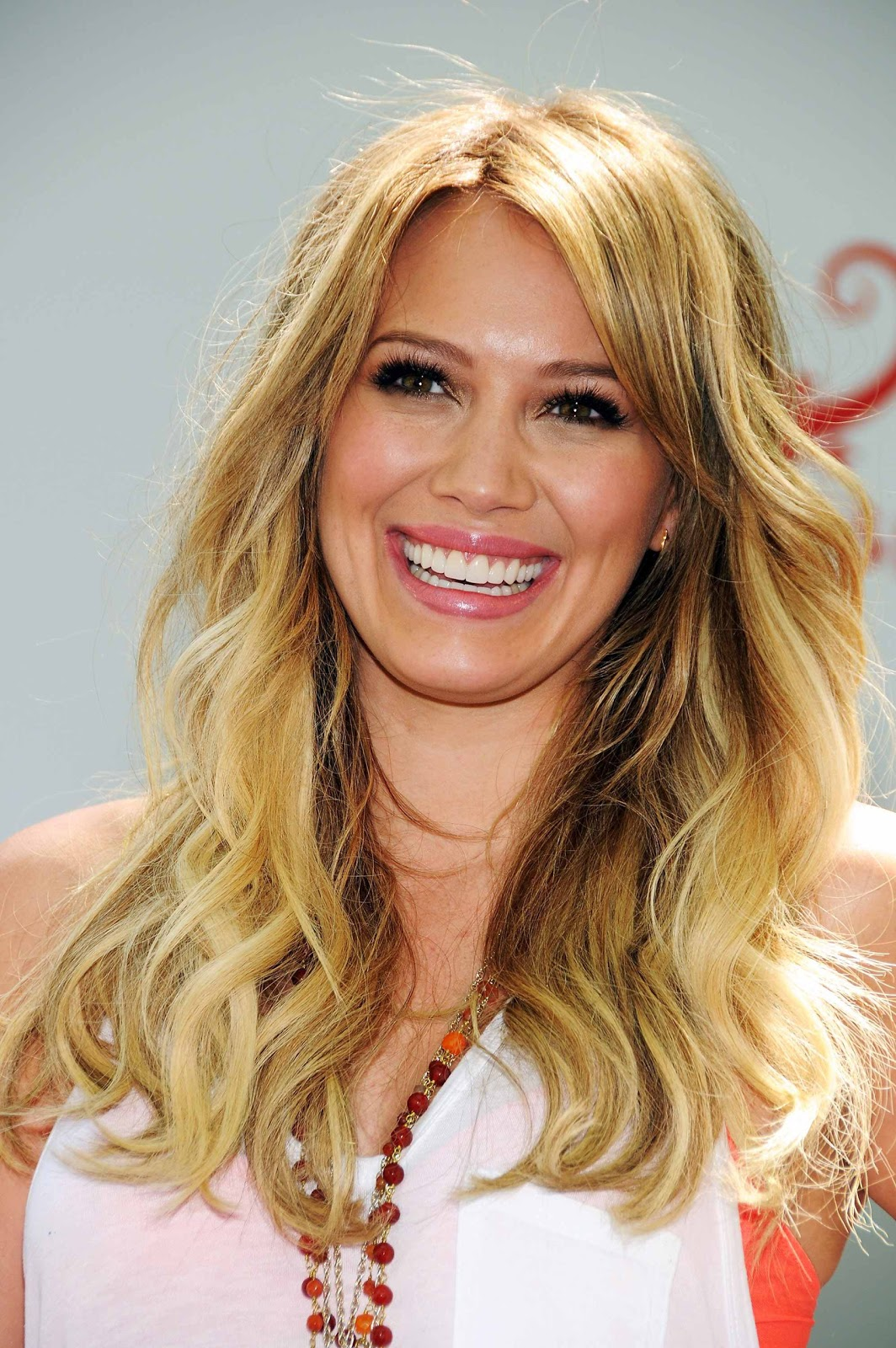 http://4.bp.blogspot.com/-m8KkV-gi6P8/TmFEQ27HXEI/AAAAAAAAAdo/StR0L87YWIw/s1600/Hilary-Duff-pics-films-photos-movies-lyrics-pictures-songs%2B%2525281%252529.jpg