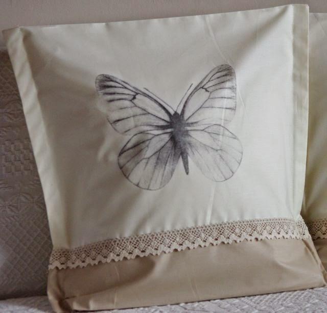 poduszka z grafiką motyla