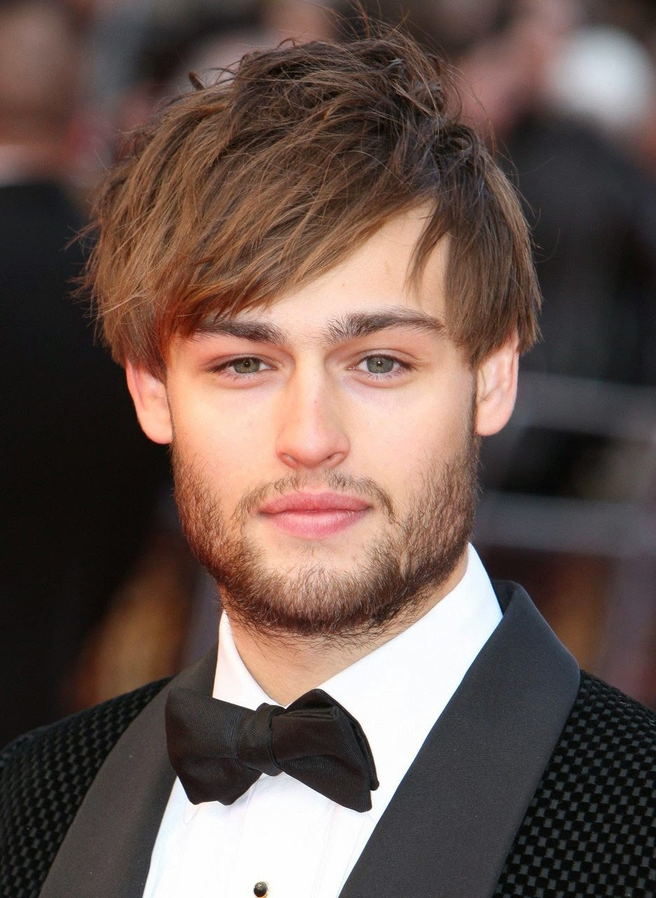 English Model Douglas Booth On red Carpet Images