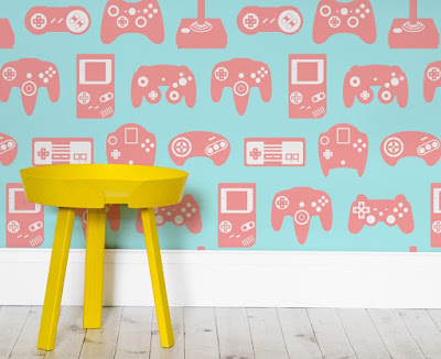 Retro gaming girl wallpaper