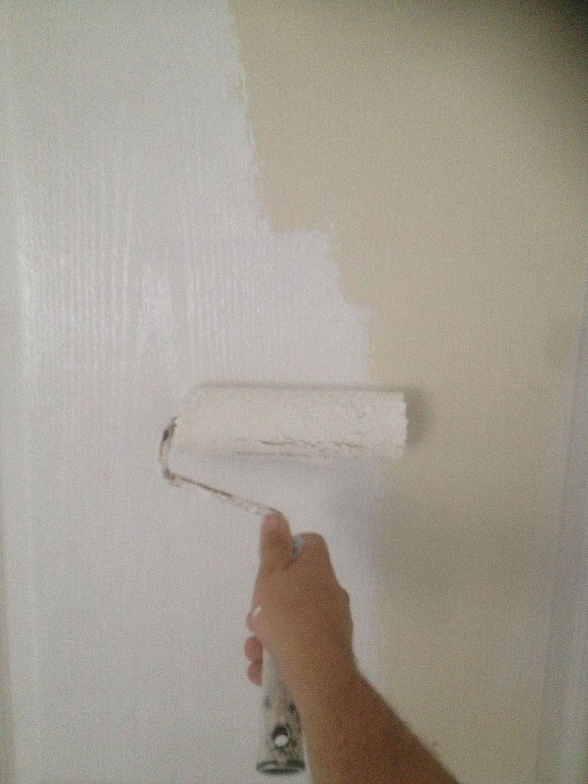 Travaux faciles la mise en peinture de portes int rieures - Peinture a la chaux au rouleau ...