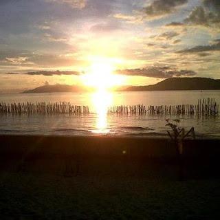 Menikmati Sunset di Pantai Negeri Haruku