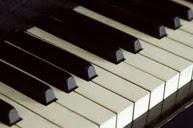 Piyano dersi veriyorum