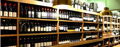 exposición de botellas de vino