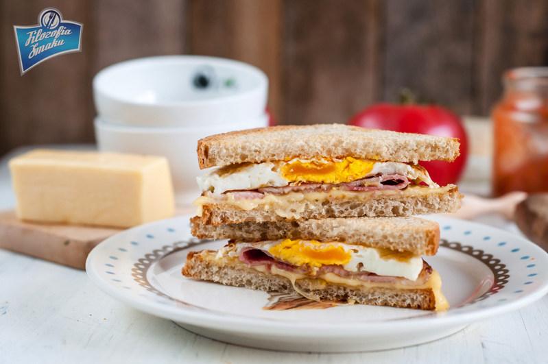 Przepis na kanapkę z jajkiem i boczkiem
