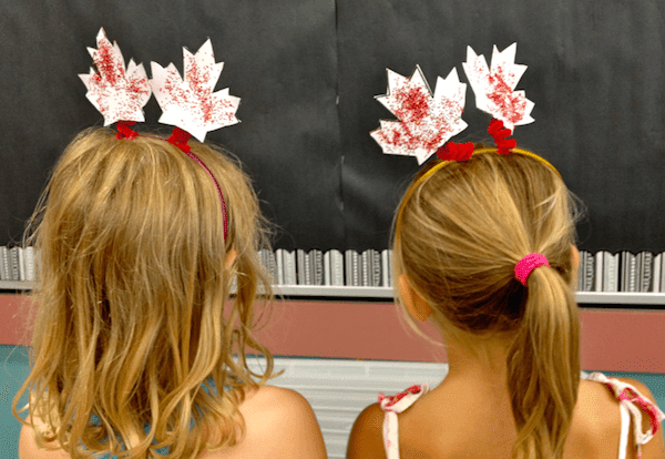 Making Canada Day Deely Bobbers | http://www.GradeONEderful.com