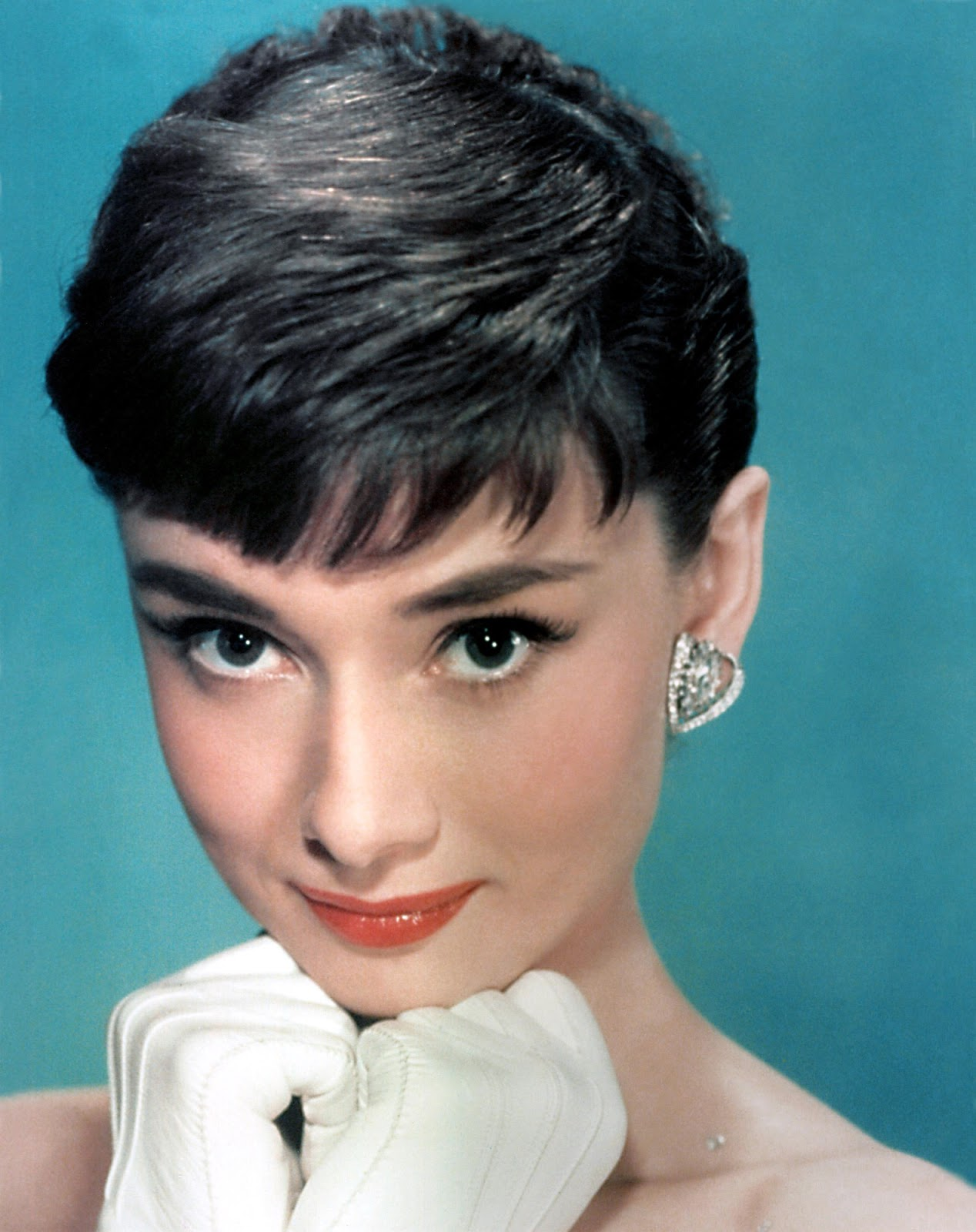 http://4.bp.blogspot.com/-m9oOhp2x5gQ/UOgjaUd_H2I/AAAAAAAAAkc/Cwz2kNxsuZU/s1600/Audrey-Hepburn-sabrina-1954-12036934-1585-2000.jpg