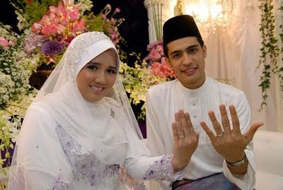 gambar dayana lokman, ana hawana, facebook ana hawana, puisi dayana lokman untuk suaminya, pusi dayana lokman kepada ashraf muslim, penulis sebenar nukilan dayana lokman
