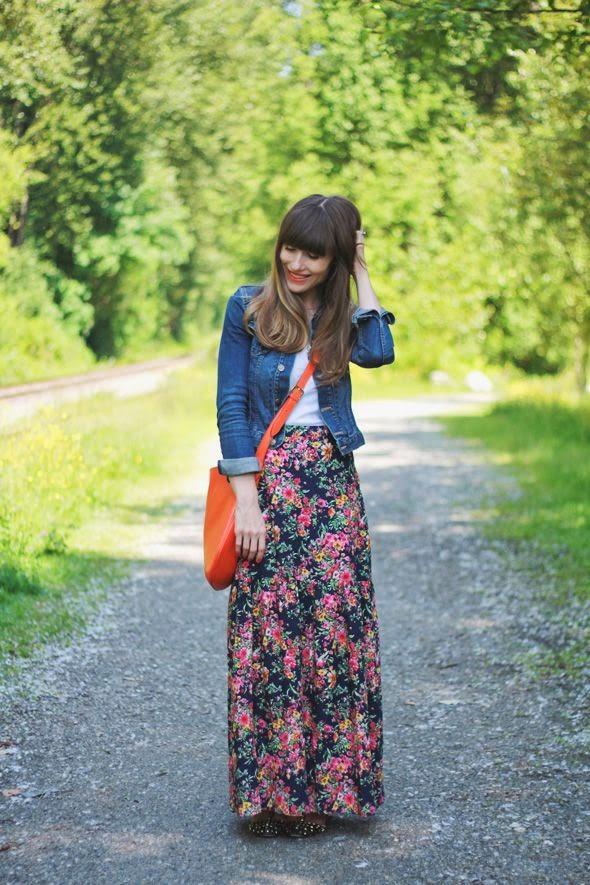 saia longa floral com jaqueta jeans, moda feminina