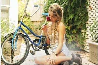 tjej, långhårig, cykel, bild