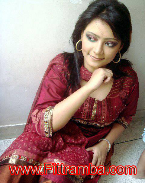 Nuwayrah Pakistani Desi Dating Girl Online Mobile Number For Chate