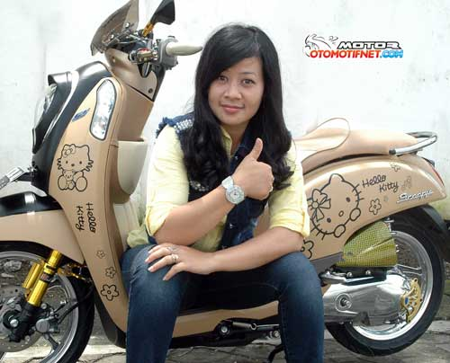 Modifikasi Honda Scoopy Fi Cokelat Hello Kitty